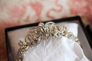 brides-silver-tone-tiara-with-rhinestones-and-pearls
