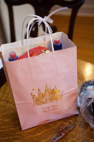 wedding-welcome-bag-in-pink-and-the-new-york-skyline-in-gold