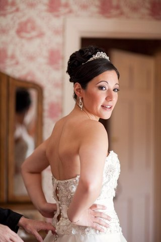 bride-in-a-strapless-monique-lhuillier-gown-and-tiara