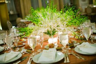 wedding-reception-centerpiece-of-white-orchids