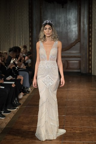 idan-cohen-fall-2017-fara-fully-beaded-dress-with-geometric-patterns-and-a-plunging-neckline