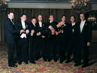 funny-groomsmen-pick-up-groom