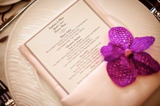 light-pink-napkins-topped-with-fuchsia-orchid