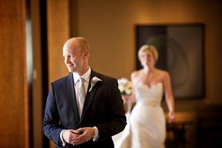 bride-walking-toward-groom-for-first-look