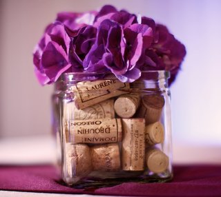 cocktail-hour-centerpieces-with-corks-and-flowers