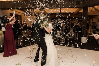 bride-and-groom-showered-with-confetti-during-the-first-dance