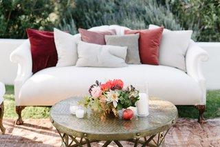 lounge-area-for-california-fall-wedding-sofa-with-rug