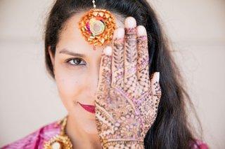 wedding-beauty-look-for-hindu-bride-interfaith-wedding-ceremony-henna-mehndi-purple-accents