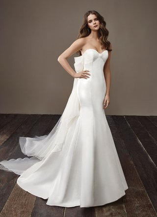 badgley-mischka-bride-2018-collection-wedding-dress-brandy-strapless-bridal-gown-big-bow-in-back