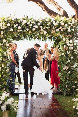 maui-destination-wedding-lush-chuppah-with-heavy-greenery-and-white-roses