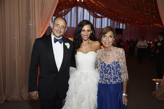 bride-in-oscar-de-la-renta-dress-with-mother-of-bride-and-father-of-bride