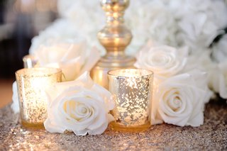 white-rose-on-top-of-gold-sequin-tablecloth-at-wedding-table