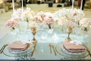 glass-top-sweetheart-table-dusty-rose-napkins-orchids-roses-gold-flatware