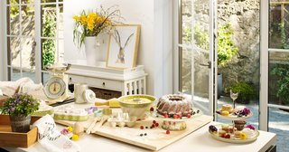 villeroy-boch-easter-breakfast-kitchen-table-baking-and-cooking-for-bridal-brunch-bright-colors