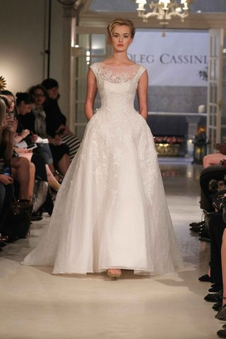 oleg-cassini-spring-2016-ball-gown-with-flower-embroidery