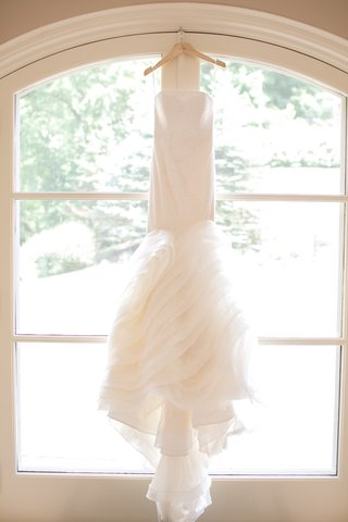 vera-wang-lindsey-dress-strapless-wedding-dress-with-ruffled-skirt