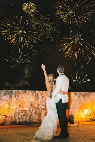 wedding-reception-firework-show-colombia-wedding-couple-watching-fireworks-bride-groom