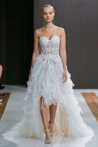 mark-zunino-spring-2018-wedding-dress-high-low-bridal-gown-strapless-beaded-bodice-ruffle-skirt
