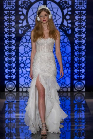 reem-acra-bridal-fall-2016-strapless-corset-bodice-with-drop-waist-skirt-and-ruffled-skirt-with-slit