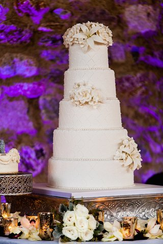 brock-osweiler-wedding-cake-with-quilted-design-and-sugar-flowers