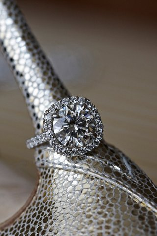joel-singer-halo-diamond-engagement-ring