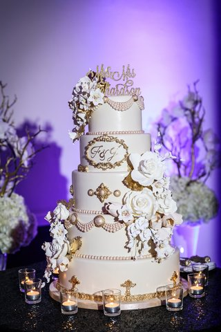 pale-pink-cake-with-3d-sugar-glowers-blush-pearls-and-gold-detail