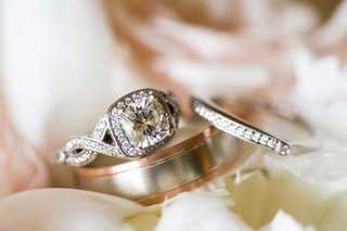 twisted-band-pave-setting-halo-engagement-ring-mens-wedding-band-with-white-and-rose-gold