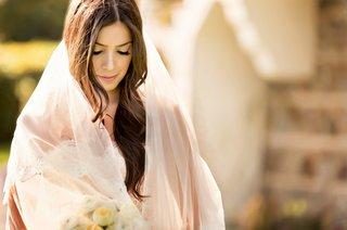bridal-portrait-with-veil