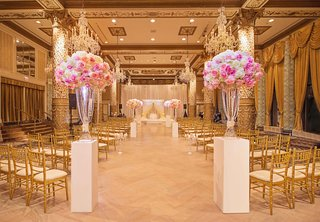 the-drake-hotel-gold-coast-room-with-pink-and-white-roses-for-wedding