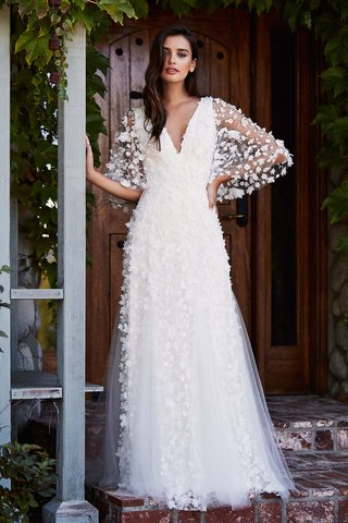 tadashi-shoji-fall-2018-laser-cut-floral-lace-and-tulle-gown-with-v-neck-and-flutter-sleeves