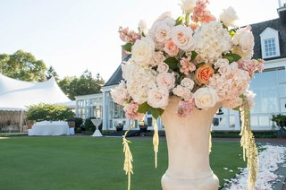 cream-urn-at-outdoor-ceremony-with-white-hydrangea-white-and-pink-roses-flowers-amaranthus