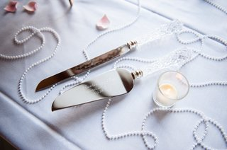 engraved-cake-server-and-knife-with-crystal-handles-at-wedding