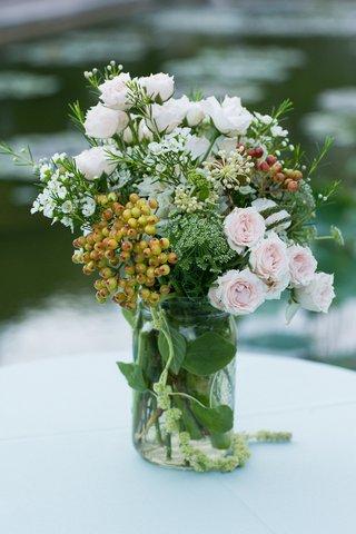 natural-foliage-and-pink-roses-in-glass-mason-jar