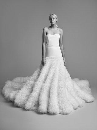 viktor-and-rolf-mariage-fall-winter-2018-wedding-dress-strapless-gown-drop-waist-ruffle-skirt