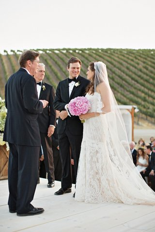 bride-in-lace-wedding-dress-ines-di-santo-at-vineyard-wedding