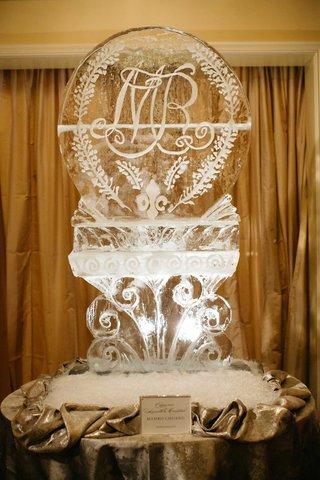 ice-sculpture-at-wedding-reception-with-fleur-de-lis-monogram-and-bluebonnets