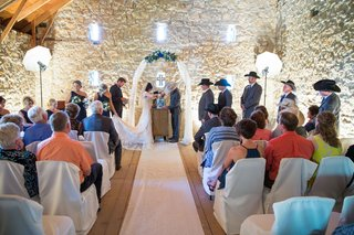 simple-wedding-ceremony-at-oldest-barn-in-iowa