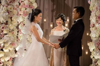 chinese-american-luxurious-wedding-ceremony-white-and-pink-rose-hydrangea-flower-woman-officiant