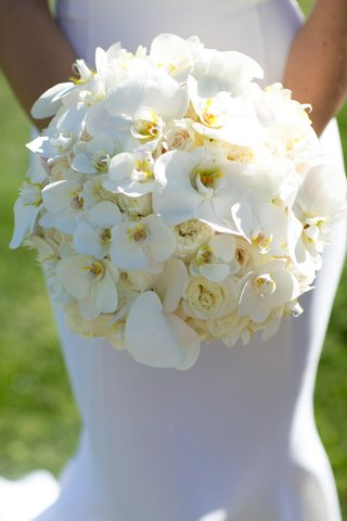 white-bouquet-featuring-orchids-southern-california-wedding-simple-fresh-beach