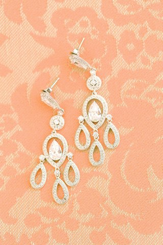 wedding-chandelier-earrings-with-shaped-halo-pear-diamond