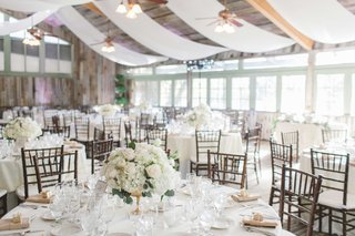 rustic-wedding-venue-with-white-and-gold-winter-decorations