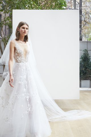 anastasia-oscar-de-la-renta-spring-2018-ivory-silk-tulle-v-neck-ball-gown-hand-painted-floral-motif