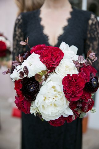 bridesmaid-in-v-neck-black-lace-bridesmaid-dress-holding-white-red-black-bouquet-rose-peony