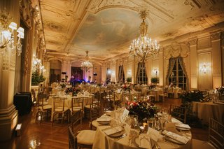 wedding-reception-at-rosecliff-mansion-newport-rhode-island-grand-venue-chandelier-painted-ceilings