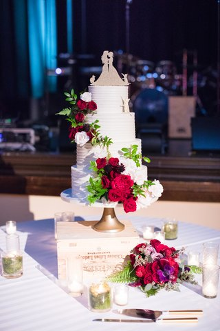 four-tier-wedding-cake-with-fresh-flowers-same-sex-lesbian-wedding-cake-topper-two-brides-cats