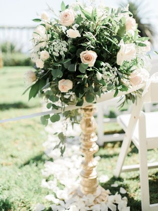 wedding-ceremony-gold-stand-greenery-leaves-pink-white-rose-flower-petals-on-grass