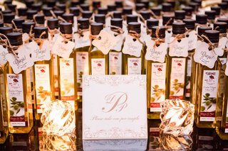 wedding-favors-olive-oil-bottles-with-grazie-thank-you-signs