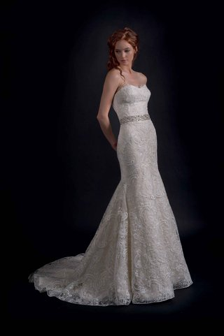 modern-trousseau-fall-2016-strapless-wedding-dress-with-paisley-embroidery