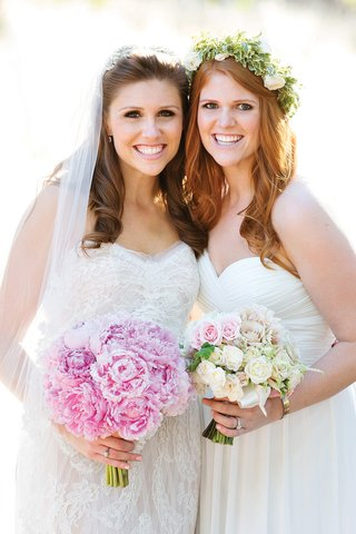 bridesmaid-wearing-floral-crown-with-roses