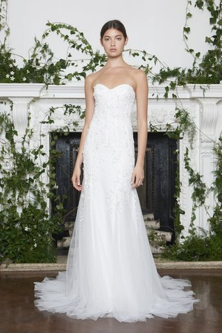 monique-lhuillier-fall-2018-strapless-modified-sweetheart-gown-floral-embellishments-tulle-train